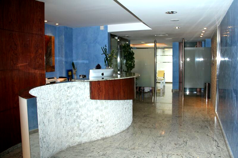 Entrada clínica dental Terrassa Dental Clinic
