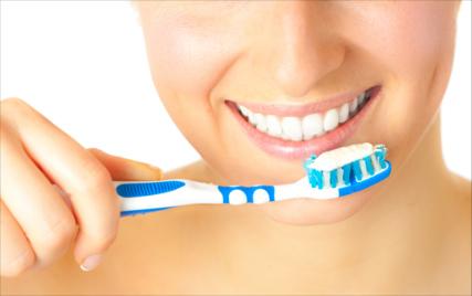 Tenir una bona higiene bucal per prevenir les dents sensibles